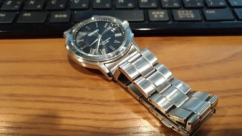スタンダードなデザインの腕時計