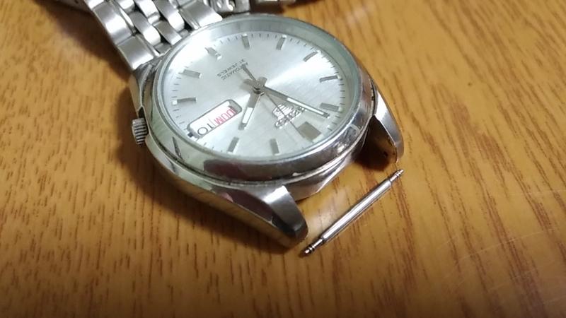 腕時計とピン