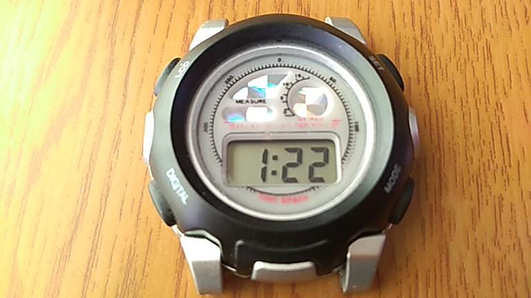 100均腕時計の正面