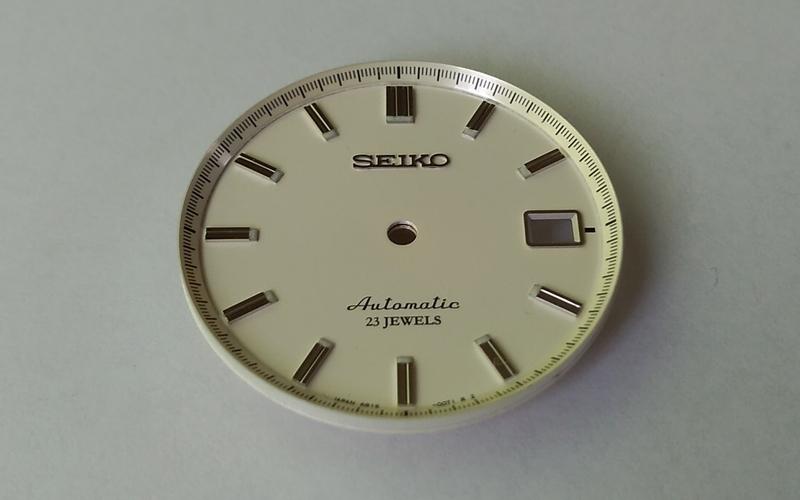 SARB035のアイボリー文字盤