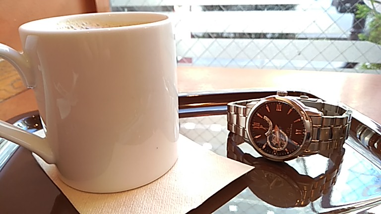 至福の時に茶色文字盤の時計