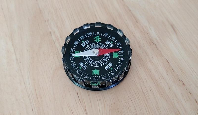 時計のメンテナンス用に買った方位磁針
