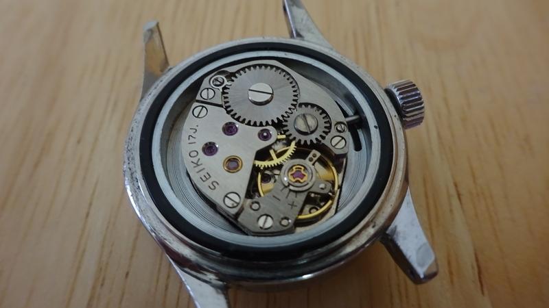 手巻きアンティーク腕時計