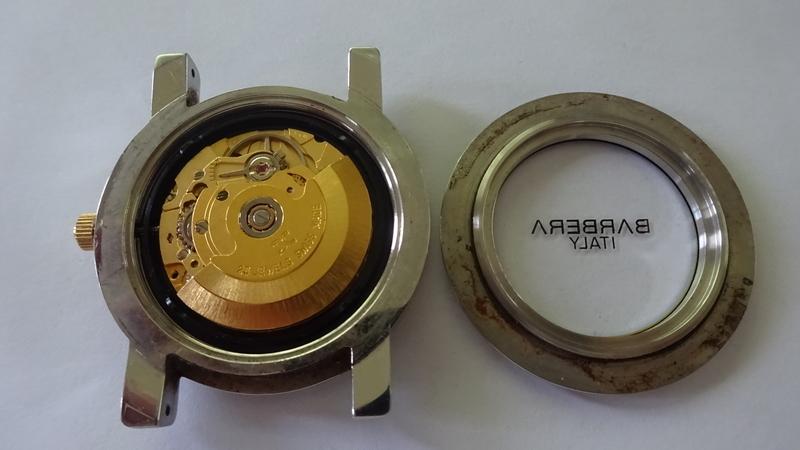ETA2824ゴールド色